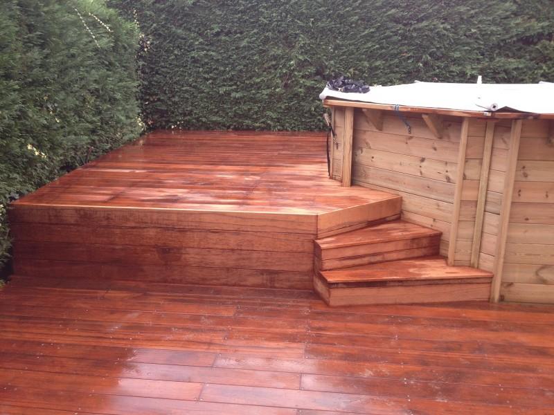 Terrasse bois merbau piscine bois cuisine d t anglet for Amenagement terrasse sol