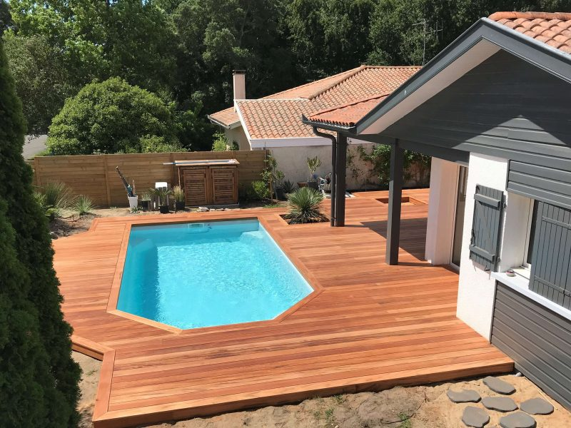 terrasse en Muiracatiara pour une plage de piscine