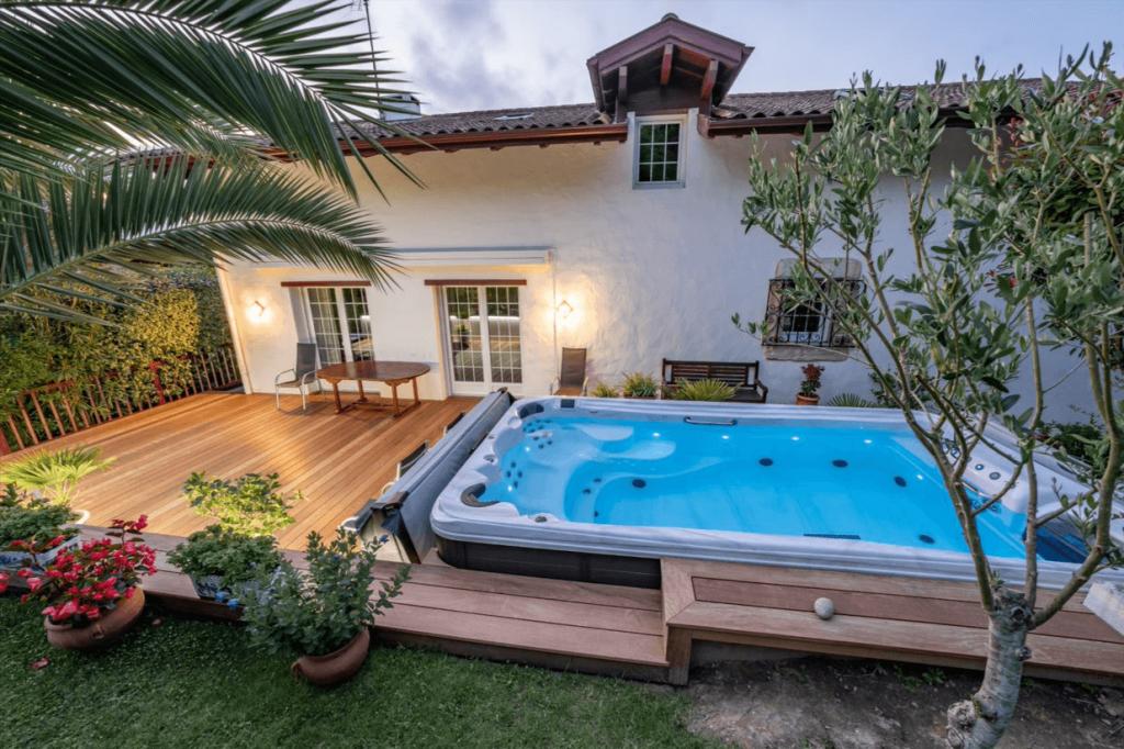 comment construire une terrasse en bois autour d'une piscine hors sol